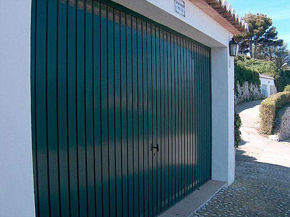 Porte de garage basculante 8 centpourcentpose for Porte de garage basculante sur mesure prix