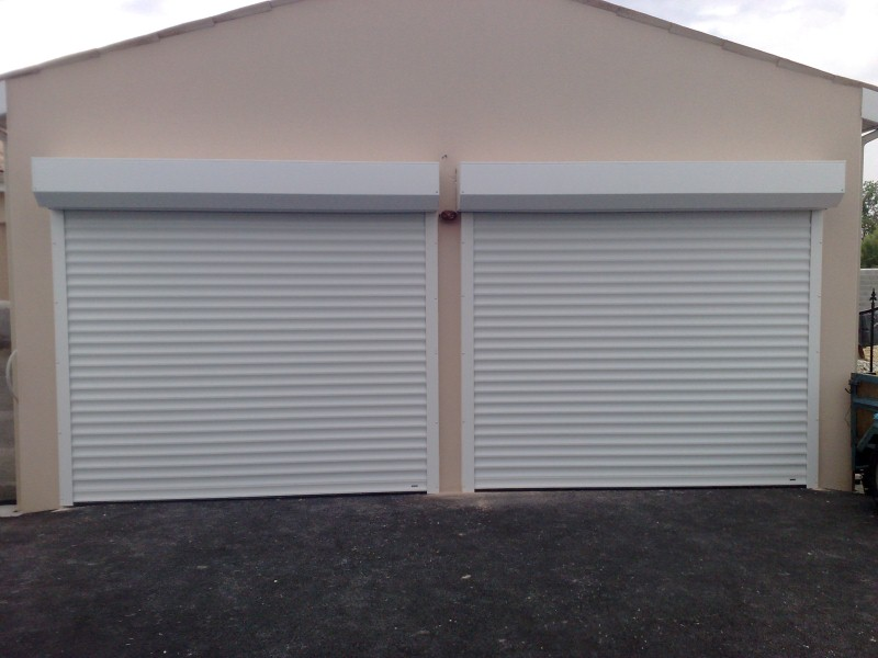 Porte garage enroulable coffre blanche centpourcentpose for Porte garage enroulable