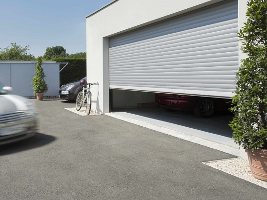 Choisir une porte de garage sur mesure centpourcentpose - Porte de garage coulissante pvc sur mesure ...